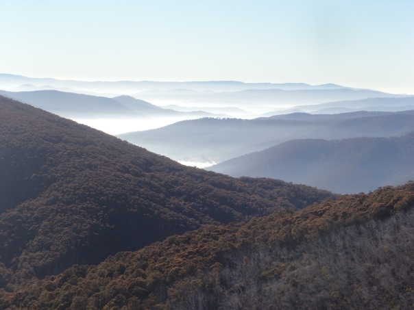 Langfords_Gap_misty_mountains